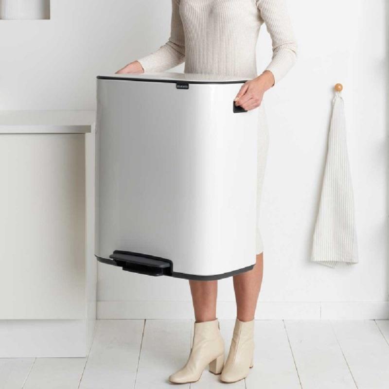 פח אשפה למטבח פדל 60 ליטר 211300-Y BO BRABANTIA לבן BATICO בטיקו