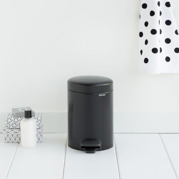פח פדל קטן לשירותים או לאמבטיה BRABANTIA צבע שחור 3 ליטר Y-113321