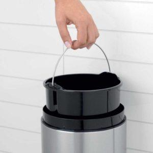 פח אשפה סלייד כולל תלייה 5 ליטר לבן/מכסה שחור Brabantia Y483165 2