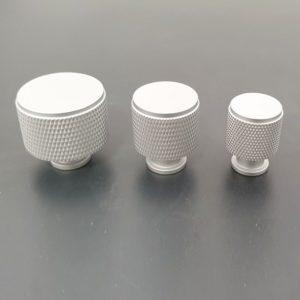 ידיות כפתור לארונות ומגירות דגם K9093A אנודייז ב-3 גדלים