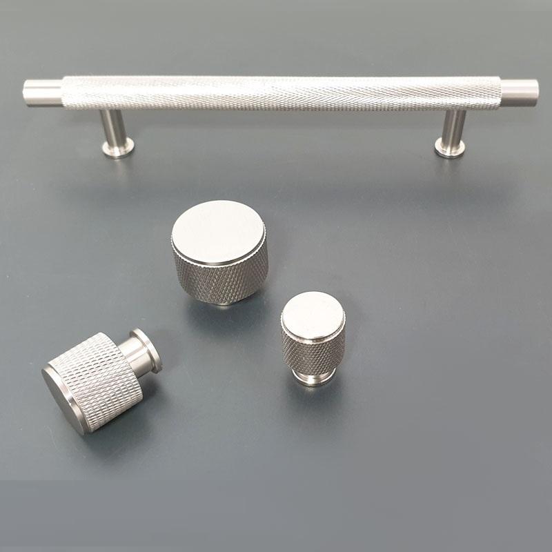 K9093M6 ידיות כפתור לארונות ומגירות 3 גדלים מוברשBATICO באטיקו