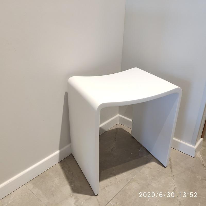 """כסא למקלחון מעוצב אבן קוריאן לבן 40/30 ס""""מ"""
