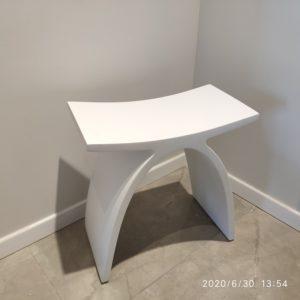 """כסא למקלחון מעוצב אבן קוריאן לבן 42/23 ס""""מ"""