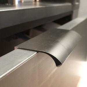 ידיות לדופן מגירה | דלת במידות ארוכות 6040 שחור